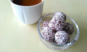 Energikugler med dadler, figner og kakao