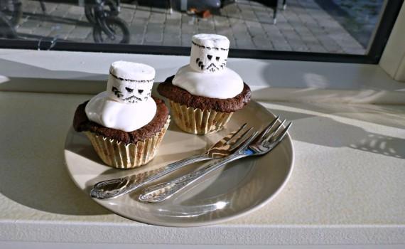 Chokoladecupcakes med marshmallow frosting