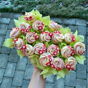 Citron cupcakes med hvid chokolade- og jordbærfrosting